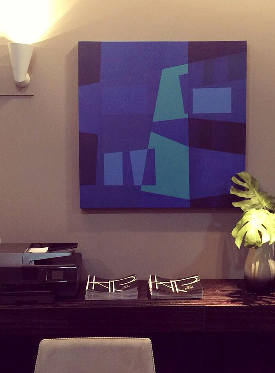 Obra de arte de Fabiana Langaro Loos em ambiente de trabalho assinado pelo escritório CASAdesign Interiores