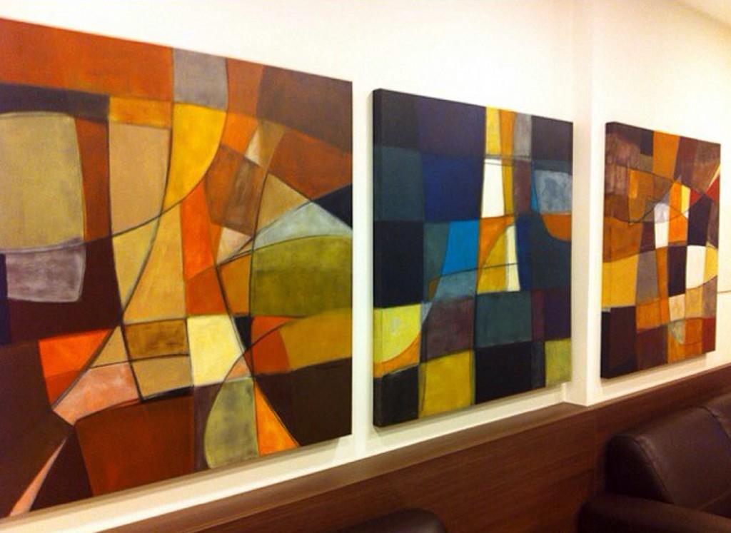 Obras da artista plástica Fabiana Langaro Loos em ambiente assinado pelo CASAdesign Interiores, de Moacir Schmitt Junior e Salvio Moraes Junior