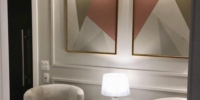 Consultório decorado com arte