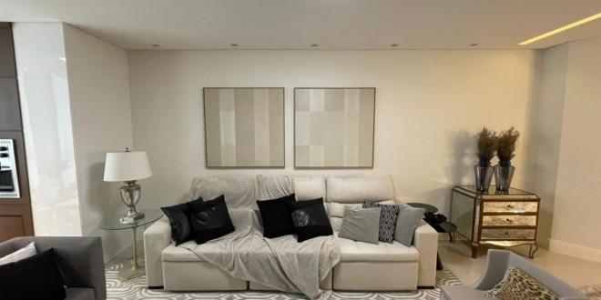 Sala de estar perfeita em tons claros